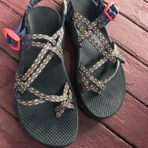 WOMENS SIZE 10 CHACOS